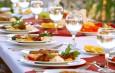 Поход в ресторан — наиболее популярный вариант новогоднего корпоратива